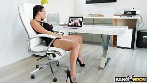 Closeup video of powered wife Rachel Starr masturbating and having sex