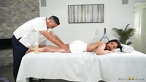 Massage makes hot fastened woman wanna dear one