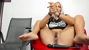 Gray hair babe squirting a lot on office chair