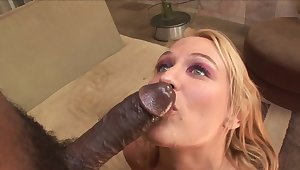 Curvy mature loves the limitless of this BBC