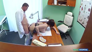 Amateur around big tits, deep sex into the doctor's slot