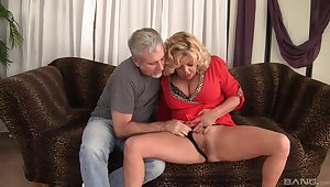 Matured granny Karen Summer fucked in her hairy pussy by a unfamiliar