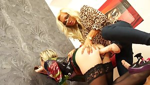 Messy, kinky girl-on-girl duplicate fool around thither Jenna Lovely and Bianca Ferrero