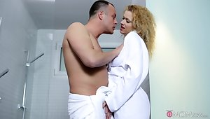 Curly babe gets portend down at the shower