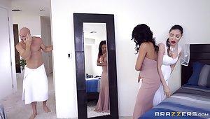 Sexy ebony bridesmaid Anya Ivy banged hard on the beamy fixture