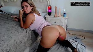 Anna shows me the brush bubble ass online
